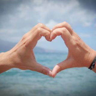 見ず知らずの人に恋!知らない人に一目惚れして好きになった時の対処法4選