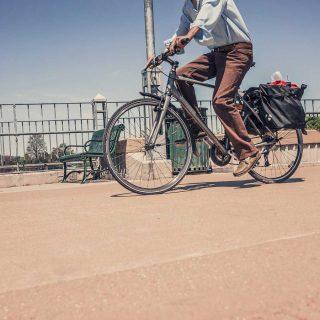 チャリ通あるある!自転車に乗りながらついやってしまう4つの行動