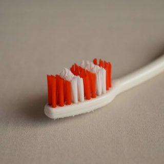 すっきり取る!歯の隙間に食べ物が挟まったまま取れない時の対処法5選