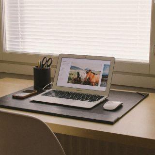 自宅でのパソコン作業はイスに座るPCデスクがおすすめな理由・メリット3選