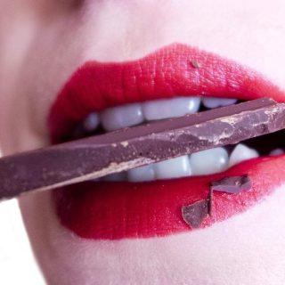 タバコや歯磨きの仕方に注意!歯の黄ばみや変色の原因となるもの4選