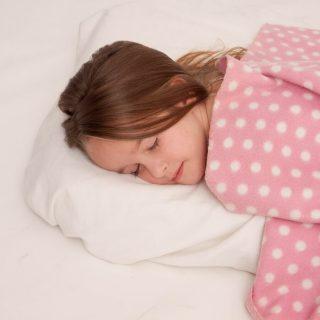 夏の夜は暑苦しくて眠れない!熱帯夜でも快適に寝るための対策方法5選