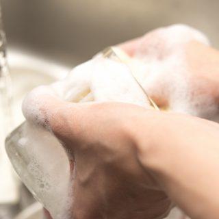 ぬめりを取る!塩素系漂白剤で手がぬるぬるするときの対処法や落とし方4選